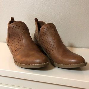Brown Leather Booties Report size 7.5.